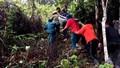 Vượt 20km đồi núi sạt lở khiêng người phụ nữ ở Quảng Nam đi cấp cứu