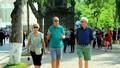 Gia hạn miễn thị thực cho công dân 8 nước đến Việt Nam