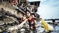 """""""Bé gái nhặt rác thải nhựa"""" đoạt giải Nhất nhiếp ảnh UNICEF 2019"""