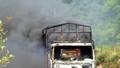 Xe tải bốc cháy khi đang chạy, tắc QL 12A hơn 2 giờ
