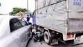 Va xích lô ngã xuống, một người bị xe container cán chết