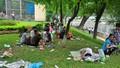 """Vườn thú thành """"vườn rác"""" trong ngày nghỉ lễ"""