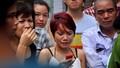 Người nhà nạn nhân gào khóc trước hiện trường vụ cháy quán karaoke