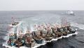Tàu cá vỏ sắt cùng tàu quân sự của Trung Quốc ngăn cản ngư dân Việt Nam đánh bắt thuỷ sản