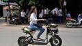 """Hà Nội: Xe máy điện """"náo loạn"""" trên phố"""