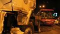 Taxi đón khách giữa đường gây tai nạn liên hoàn