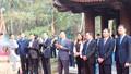 Bộ trưởng Lê Thành Long dâng hương tại Khu di tích Lam Kinh