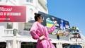 Hình Lý Nhã Kỳ trên Pano ở Cannes: Làm việc tốt mà vẫn bị chê trách?
