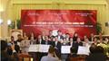 Thủ tướng trao 20 tỷ đồng đấu giá bóng và áo của U23 Việt Nam từ FLC cho 20 huyện nghèo trên cả nước