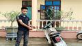 Bắt giữ nam thanh niên không đội mũ bảo hiểm, điều khiển xe lao gãy chân đại úy công an