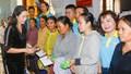 NSƯT Trịnh Kim Chi về miền Trung giúp đỡ bà con vùng lũ