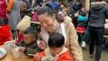 Hoa hậu Lương Thuỳ Linh nấu 2.000 tô phở cho trẻ em vùng sâu