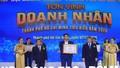 Hai doanh nhân trẻ nhà tỷ phú Johnathan Hạnh Nguyễn nhận giải thưởng Doanh nhân tiêu biểu