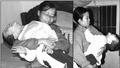 Cảm thương người mẹ cõng con đi bộ 10km tới bệnh viện