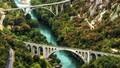 Ngắm dòng sông ngọc lục bảo đẹp nhất thế giới