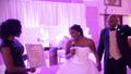 Cô dâu khoe giấy chứng nhận còn trinh trong tiệc cưới