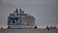 Bên trong con tàu du lịch hạng sang lớn nhất thế giới