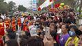 Đoàn người rước 'vua sống' kéo dài hàng km ở Hà Nội
