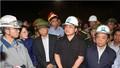 Phó Thủ tướng Hoàng Trung Hải thăm viếng nạn nhân bị tử vong trong vụ sập giàn giáo