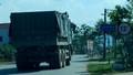 """Quảng Bình: Cầu yếu """"rung rinh"""" oằn mình gánh xe quá tải"""