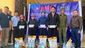 """Cty Hải Phương, Long Hau Ceramic cùng Báo PLVN tặng 500 suất quà cho """"rốn lũ"""" Quảng Bình"""