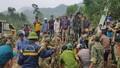 Tiếp tục tìm kiếm 12 người mất tích vì sạt lở đất ở Trà Leng