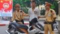 Nam thanh niên bị bắt khi chở người yêu trên chiếc xe ăn cắp