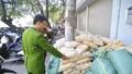 Thu giữ gần 2 tấn củ cải không rõ nguồn gốc tràn vào Hà Nội
