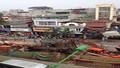 Hà Nội: Giao thông tắc nghẽn vì cần cầu đổ sập vào nhà dân