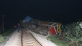 Va chạm với container, đầu tàu hỏa văng khỏi đường ray