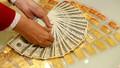 Giá vàng tiếp tục giảm mạnh, các nhà đầu tư chờ đợi