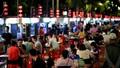 Dịch bệnh giảm bớt, cuộc sống trở lại trên đường phố Trung Quốc