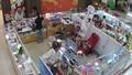 Truy tìm tên trộm điện thoại trong siêu thị ở Sóc Trăng
