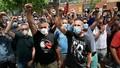 Dịch Covid-19 sáng 30/8: Người biểu tình ở Anh gọi Covid-19 là trò lừa đảo