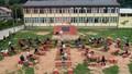 Giáo viên Bosnia xây lớp học ngoài trời để bảo vệ trẻ em khỏi Covid -19