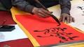 Người Hà Nội tấp nập xin chữ may mắn đầu năm