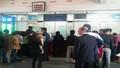 Ga Vinh tấp nập người dân xếp hàng mua vé