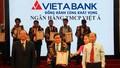 """VietABank nhận danh hiệu """"Top 10 thương hiệu tín nhiệm 2017"""""""