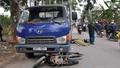 Hà Nội: Xe máy cuốn vào gầm xe tải, một người tử vong