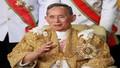 Người dân Thái Lan khóc ngất tiếc thương Nhà Vua Bhumibol