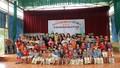 Cặp ảo thuật gia Hàn Quốc biểu diễn miễn phí, tặng quà trẻ khó khăn