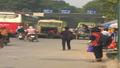 Xe khách dù – Nỗi ám ảnh của người tham gia giao thông Hà Nội
