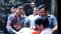 'Ông hoàng nhạc sến' Ngọc Sơn tặng gạo cho người dân ảnh hưởng bão số 9