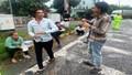 Trạm CSGT Phú Lộc phát cơm miễn phí cho tài xế bị kẹt do bão số 9