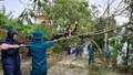 Bộ CHQS tỉnh Thừa Thiên Huế giúp người dân khắc phục bão số 13