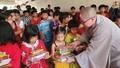 Trung tâm Văn hóa Phật giáo Việt Nam tại Hàn Quốc trao quà cho trẻ em mồ côi tại Kiên Giang