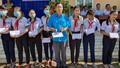 Tiếp sức cho học sinh nghèo Cà Mau tới trường