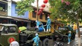 Quân đội huy động 6 xe chuyên dụng phun hóa chất khử trùng phố cổ Hội An