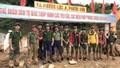 Lực lượng Công an tiếp tế đã tiếp cận được vùng bị cô lập ở Phước Sơn