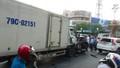 Ô tô tải 'húc' văng nhiều ô tô, xe máy chờ đèn đỏ